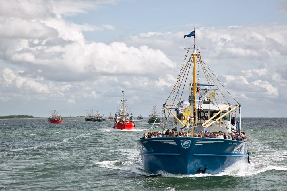 Mosselkotters tijdens de vlootschouw op de Oosterschelde. Tijdens de mosseldag in Yerseke, een jaarlijks terugkerend evenement in Zeeland